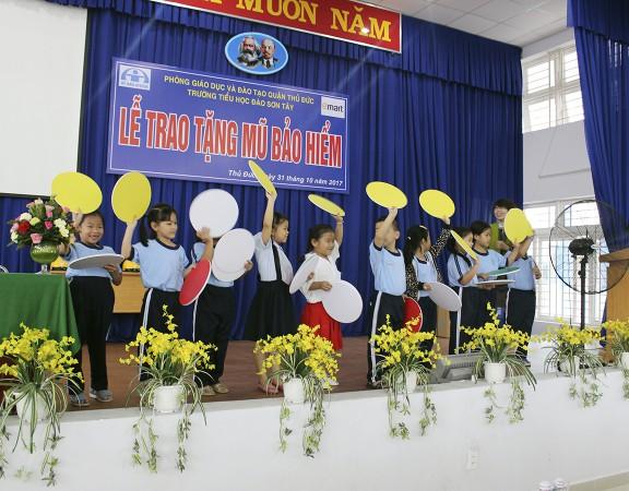 gan-3000-hoc-sinh-tieu-hoc-quan-thu-duc-duoc-nhan-nen-bao-hiem-dat-chuan-1