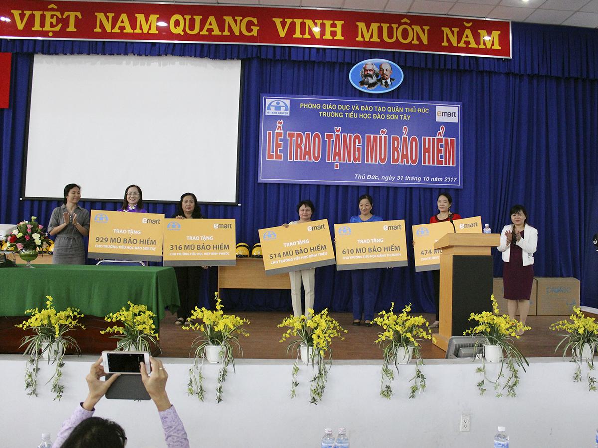 gan-3000-hoc-sinh-tieu-hoc-quan-thu-duc-duoc-nhan-nen-bao-hiem-dat-chuan-2
